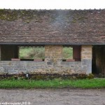 Lavoir de Neuzy un lavoir communal de Saint-Pierre-du-Mont