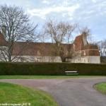 Château de Brinon sur Beuvron un Château fortifié