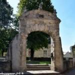 Porte de Saint Pierre le Moutier