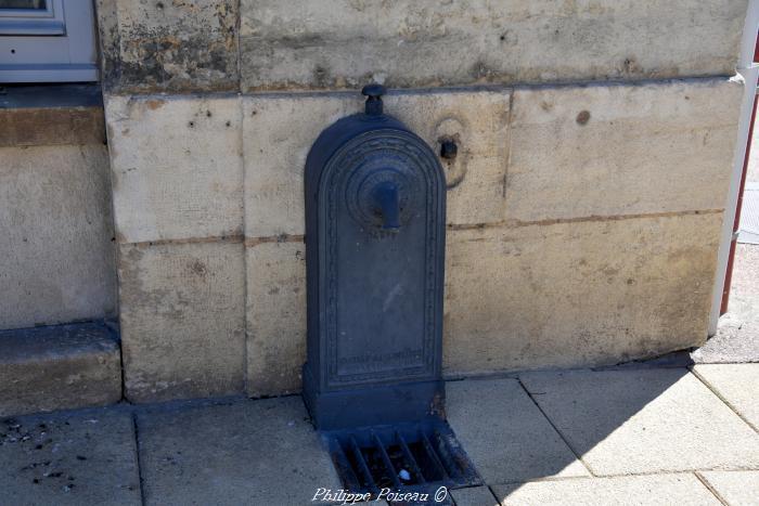 Borne Fontaine à la mairie