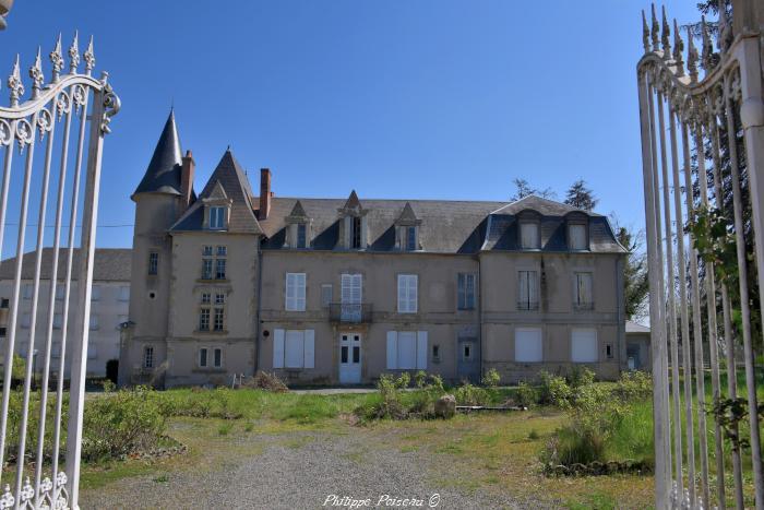 Château de Cercy La Tour un beau patrimoine