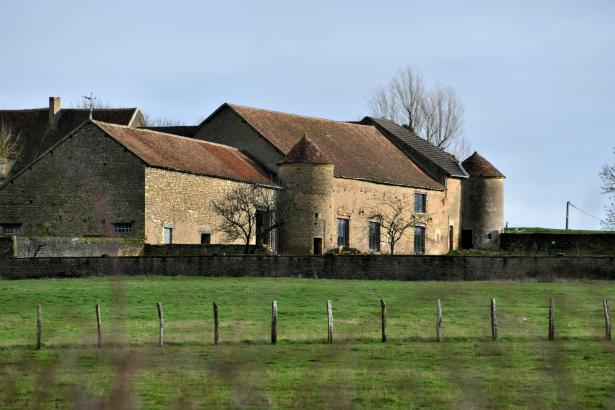 Château de Chassy Le Bas ancienne forteresse de Vignol