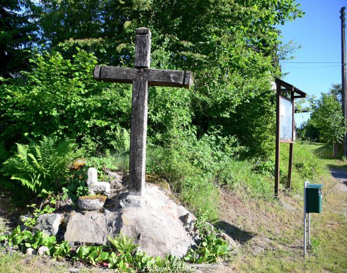 Les Croix de Les Carnés un beau patrimoine.