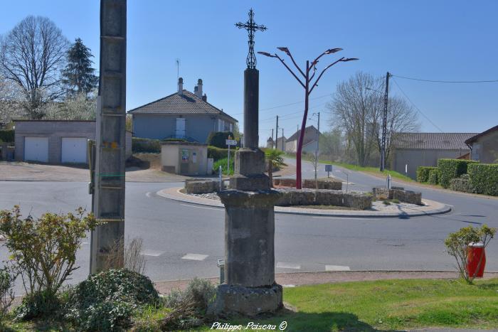 Croix de carrefour de Cercy la Tour un patrimoine