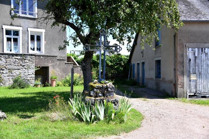 Croix du hameau Le Chariot un patrimoine de Blismes.