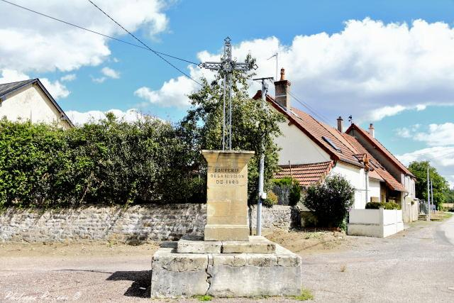 La Croix de mission de Le Mousseau un patrimoine