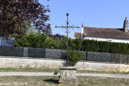 Crucifix du hameau de Latrault Nièvre Passion