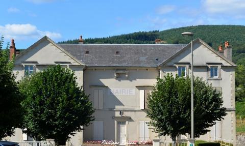 Mairie de Villapourçon un bel hôtel de ville