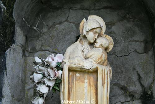 Statue de la Vierge à l'Enfant de Billy-Chevannes un patrimoine