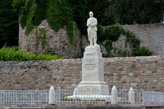 Monument aux morts de Larochemillay un hommage
