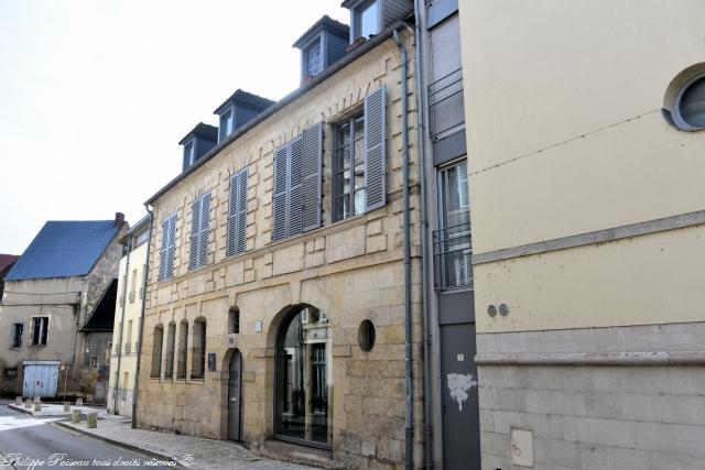 Ancienne faïencerie de l'Autruche à Nevers – Patrimoine