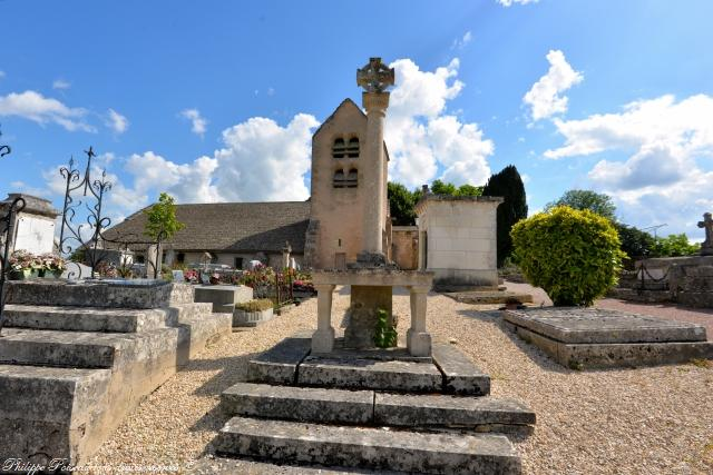 Autel extérieur de l'église de Metz le Comte