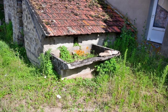 Ancien lavoir individuel de Millay
