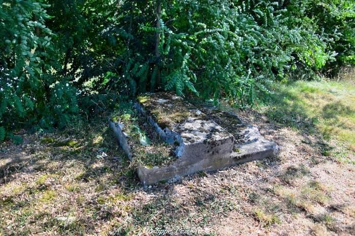 La pierre des morts de la Fougère un beau patrimoine.