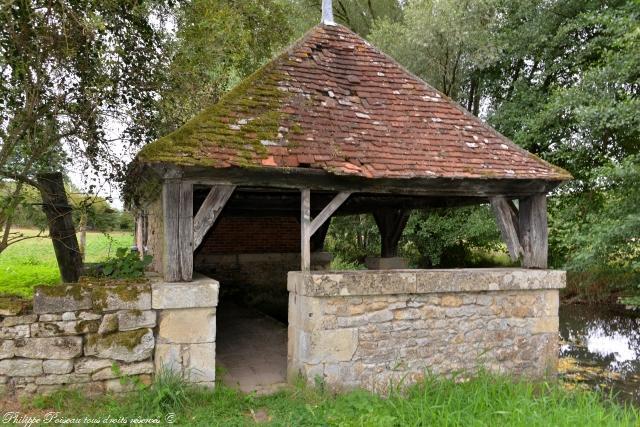 Lavoir du bourg de Dompierre sur Nièvre