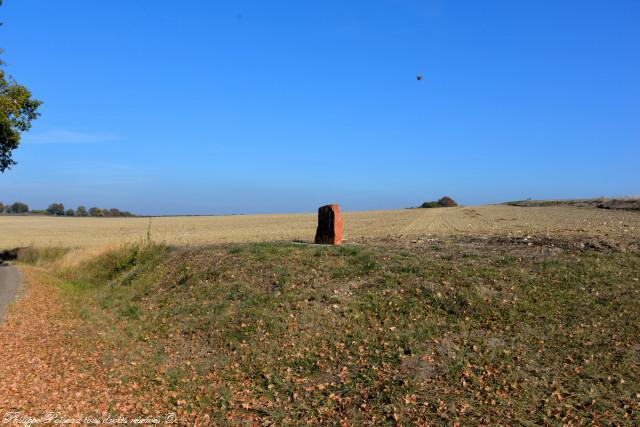 Stèle sur la colline entre Agland et Giverdy un hommage