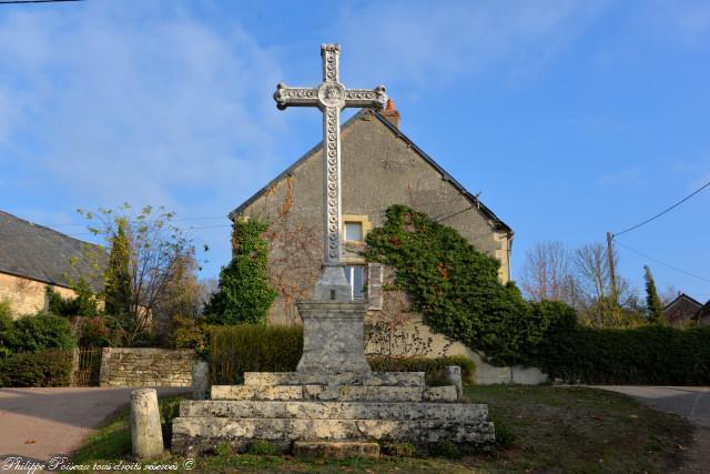 Croix de Dompierre sur Héry