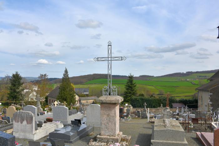 Croix du cimetière de Fléty