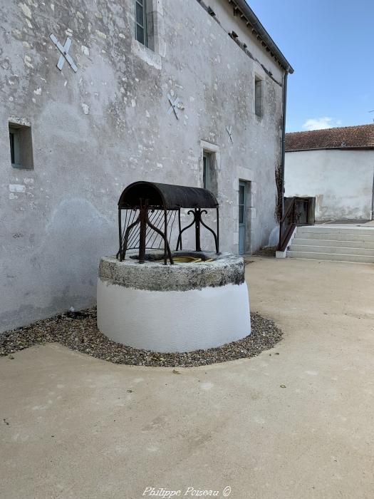 Puits de la tour du Pouilly-Fumé un beau patrimoine.