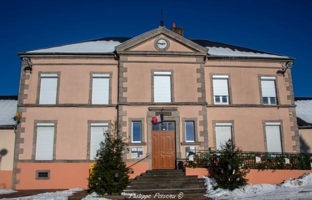 La mairie d'Arleuf un hôtel de ville
