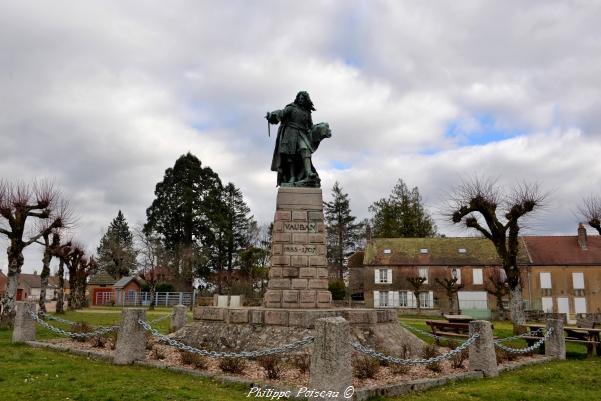 La statue Vauban de Saint-Léger-Vauban