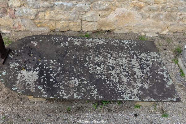 La tombe en fonte de Diennes Aubigny