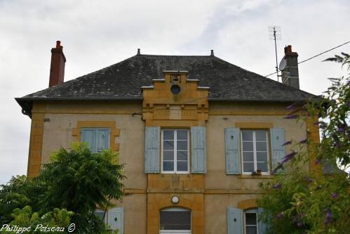 Mairie École d'Arzembouy – Patrimoine vernaculaire