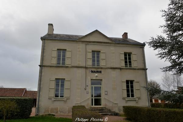 Mairie du village de Pazy