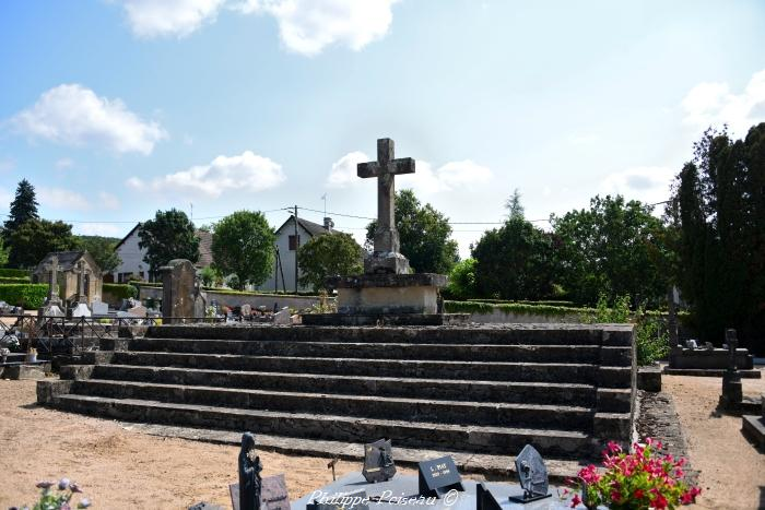 Mausolée du cimetière de Saint Benin d'Azy