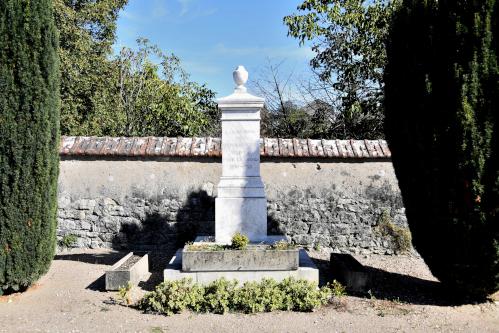 Monument aux morts du cimetière de Pouilly-sur-Loire