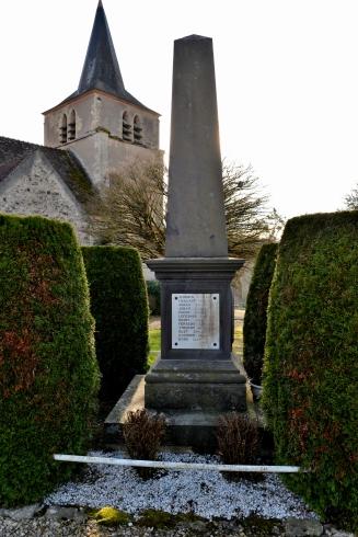 Monument aux morts de Pouques Lormes
