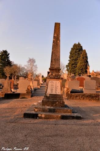 Monument aux morts de Saint Péreuse Nièvre Passion