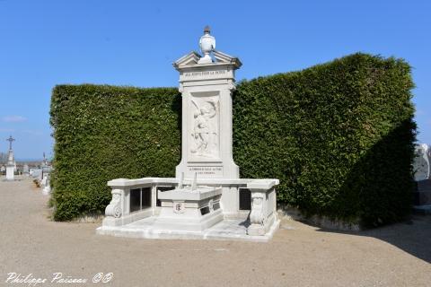 Monument aux morts de Suilly La Tour