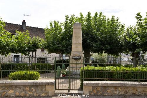 Monument aux morts de Tracy sur Loire un hommage