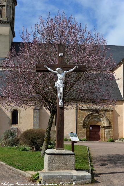 Crucifix du village de Cervon