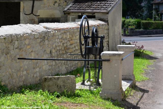 Pompe du village de Saint-Père