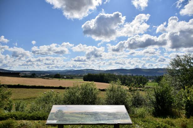 Panorama de Dommartin un agréable regard sur la Nièvre