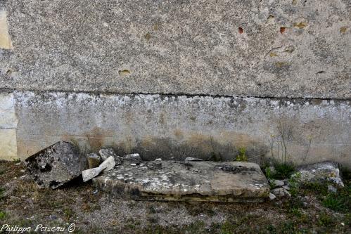 Pierre des Morts de Devay – Patrimoine vernaculaire