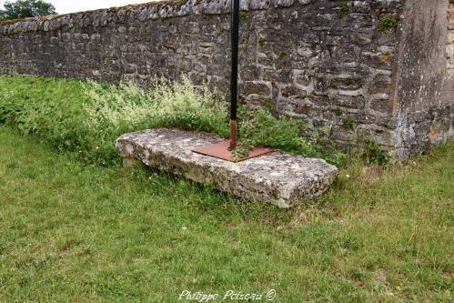 Pierre des morts de Corvol-d'Embernard Nièvre Passion