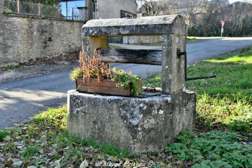 Puits du bourg de Remilly – Patrimoine vernaculaire