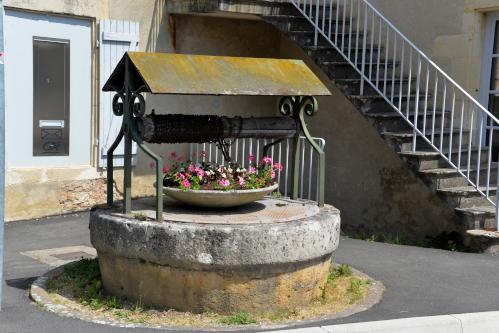 Puits place de l'église de Tannay un patrimoine