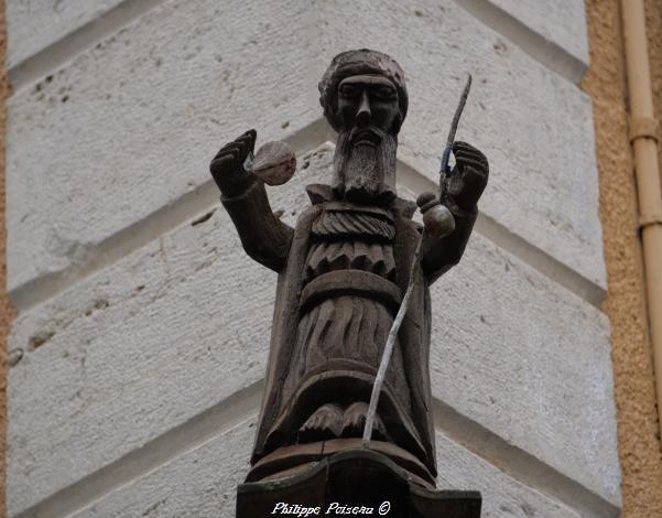 Sculpture rue de La Rampe à Clamecy un beau patrimoine