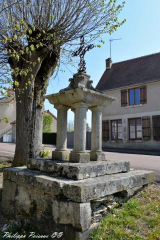 Stèle de Suilly la Tour – Patrimoine vernaculaire