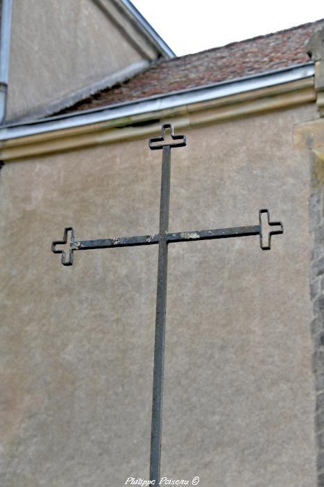 La croix de l'église de Tazilly