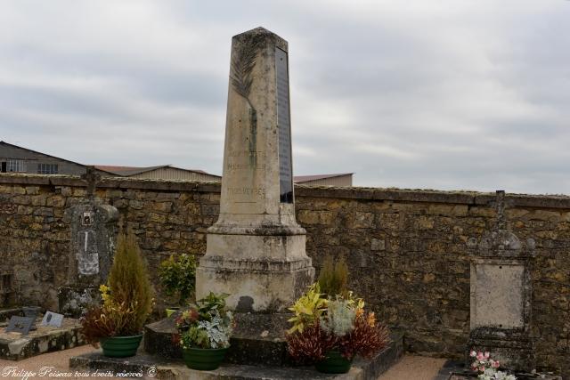 Monument aux Morts des Trois Vèvres