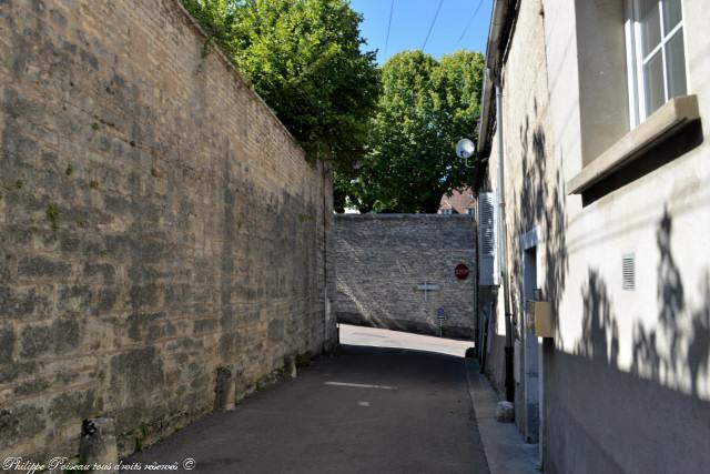Vestiges des murailles de Clamecy un patrimoine
