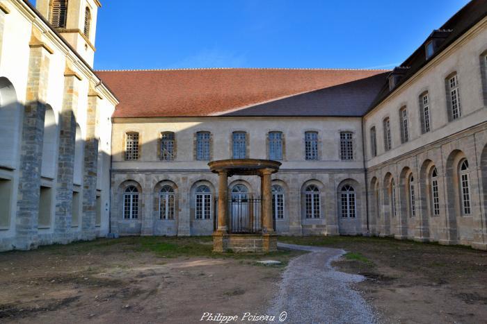 Puits de l'abbaye de Corbigny un beau patrimoine.