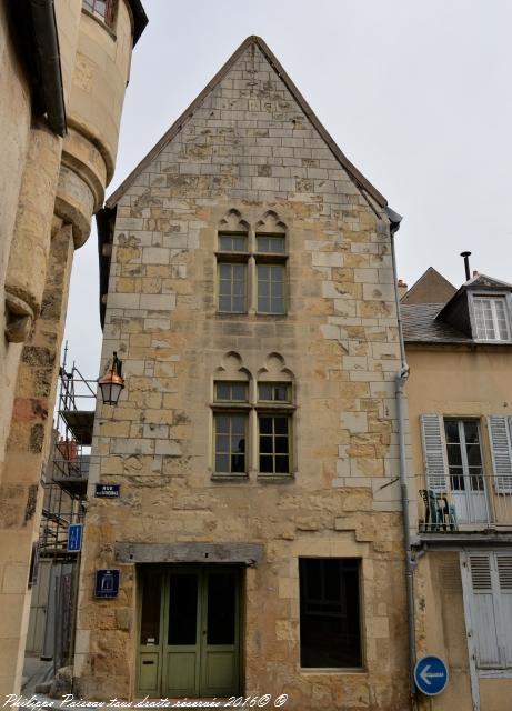 Maison ancienne de Nevers 16 – Patrimoine de Nevers