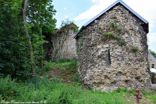 Porte de l'Étang de Saint Vérain – Fortification