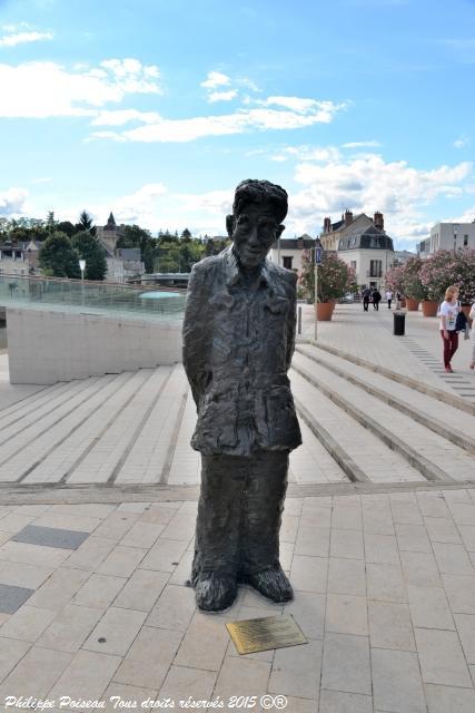 Le Chinois de Montargis une remarquable sculpture de Li Xiacchao